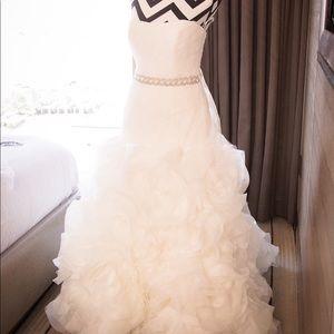 Vera Wang White Wedding Dress